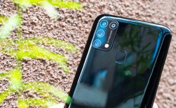 Smartphone Samsung dengan Layar 6.4inci, Pas Genggaman!