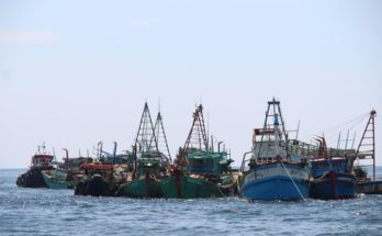 Kapal China Tolong 7 Nelayan Indonesia Tenggelam di Natuna