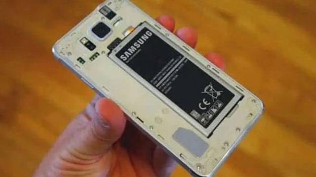 Samsung Akan Rilis Smartphone dengan Baterai yang Bisa Dilepas?