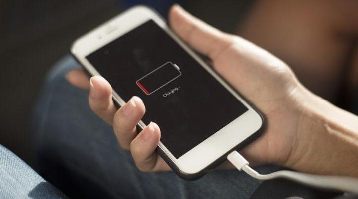 Deretan 4 Mitos Charge Smartphone yang Salah