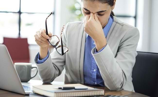 Tips Cegah Mata Sakit Saat Bekerja Di Depan Komputer